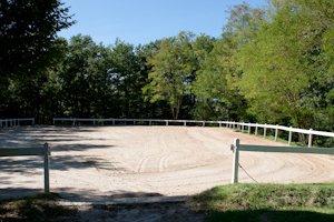 Carrière du club d'équitation La Clairière du Findez, à Franchevile