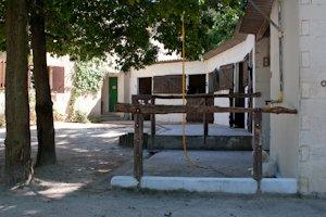 Les douches du club d'équitation La Clairière du Findez, à Francheville, Lyon ouest